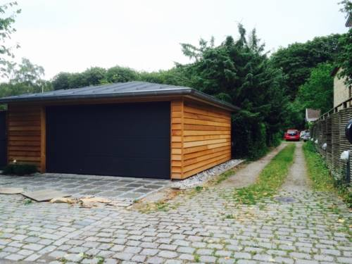 Garage med lavt valmtag
