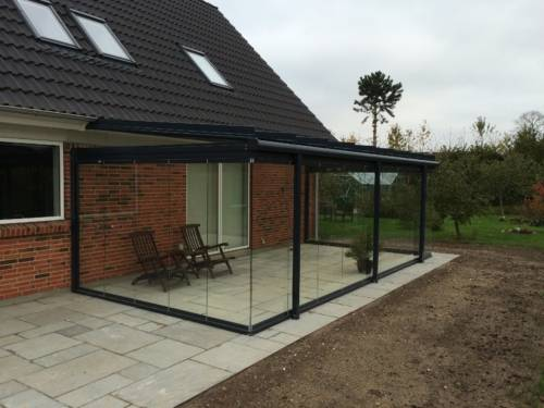 Atrium Plus samt nyanlagt terrasse og have