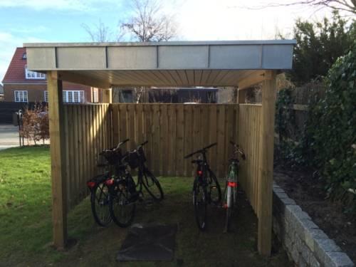 Cykelskur i samme design som dertilhørende plancarport