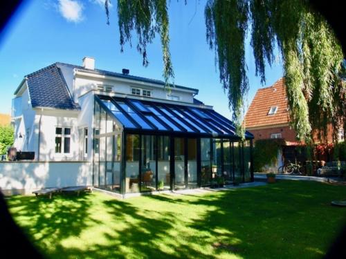 Akzent Plus på filtset villa med glaserede tegl
