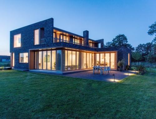 Komplet hus bygget op med fokus på foldedørene