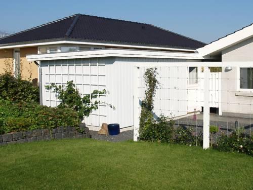 Plancarport med sidefald monteret på husets udhæng